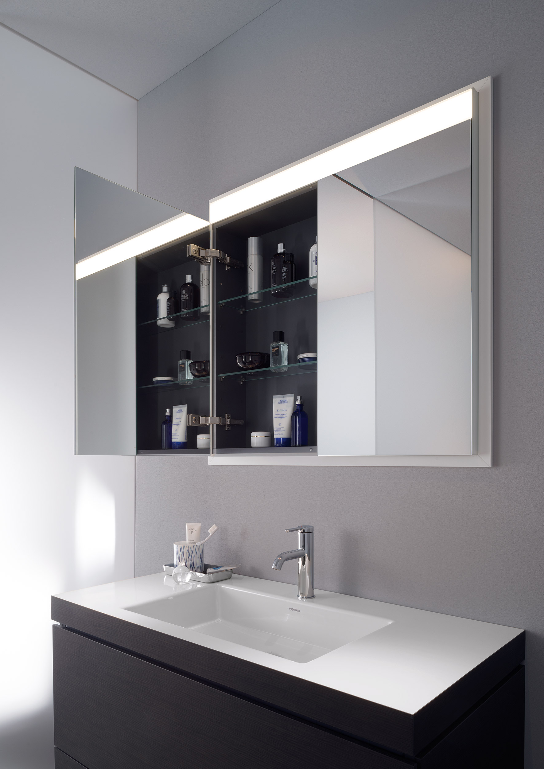 bathroom furniture from duravit duravit. Black Bedroom Furniture Sets. Home Design Ideas